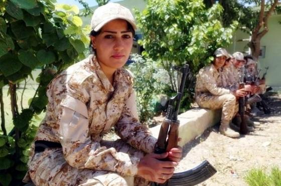 Women-Peshmerga-1