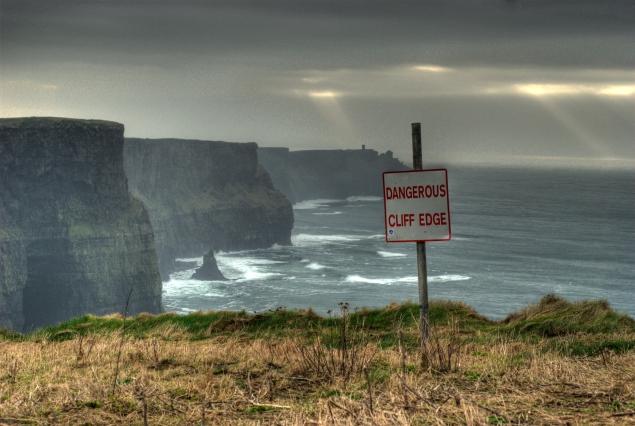 Dangerous_Cliff_Edge